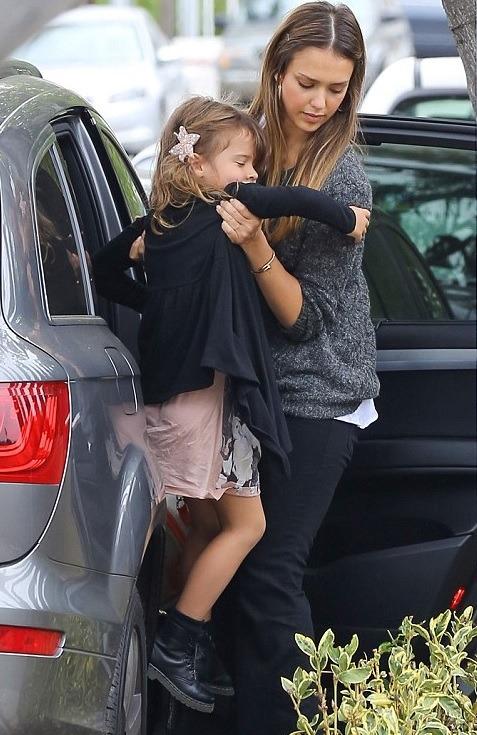 La hija de Jessica Alba con sus Dr Martens